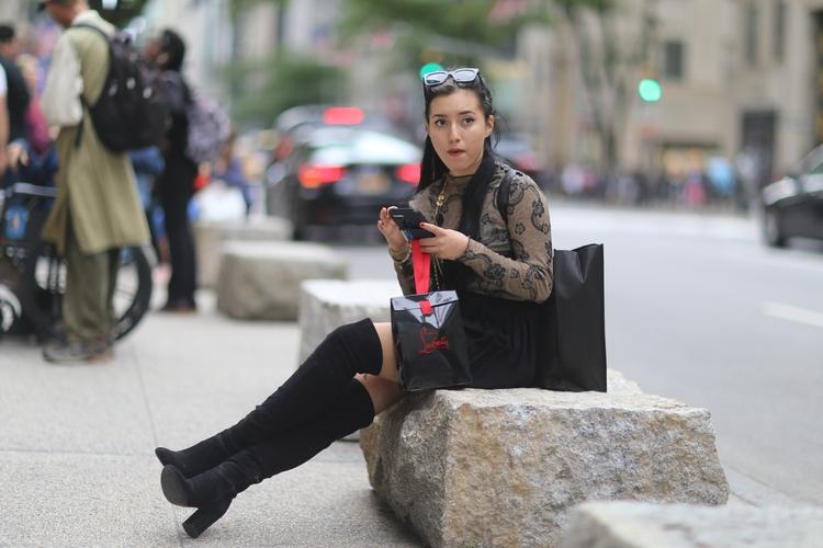 **5th Avenue Shopper** woman 5t - kevinrubin | ello
