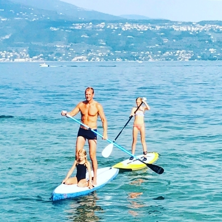 girls Lake Garda, Italy - petter_s | ello