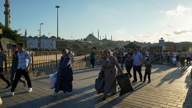 Rushing women streets Istanbul - mcpb | ello