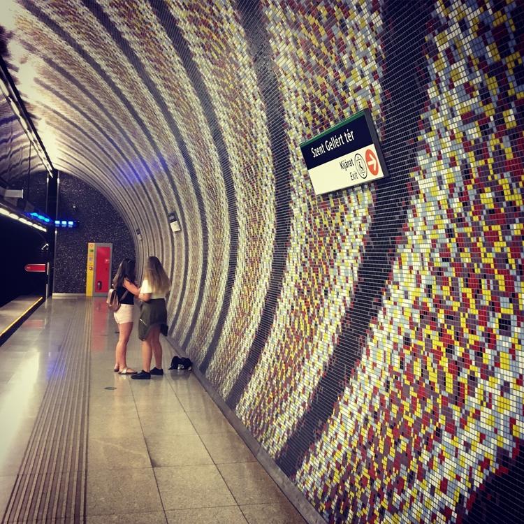 metro station Szent Gelert ter  - stigergutt | ello