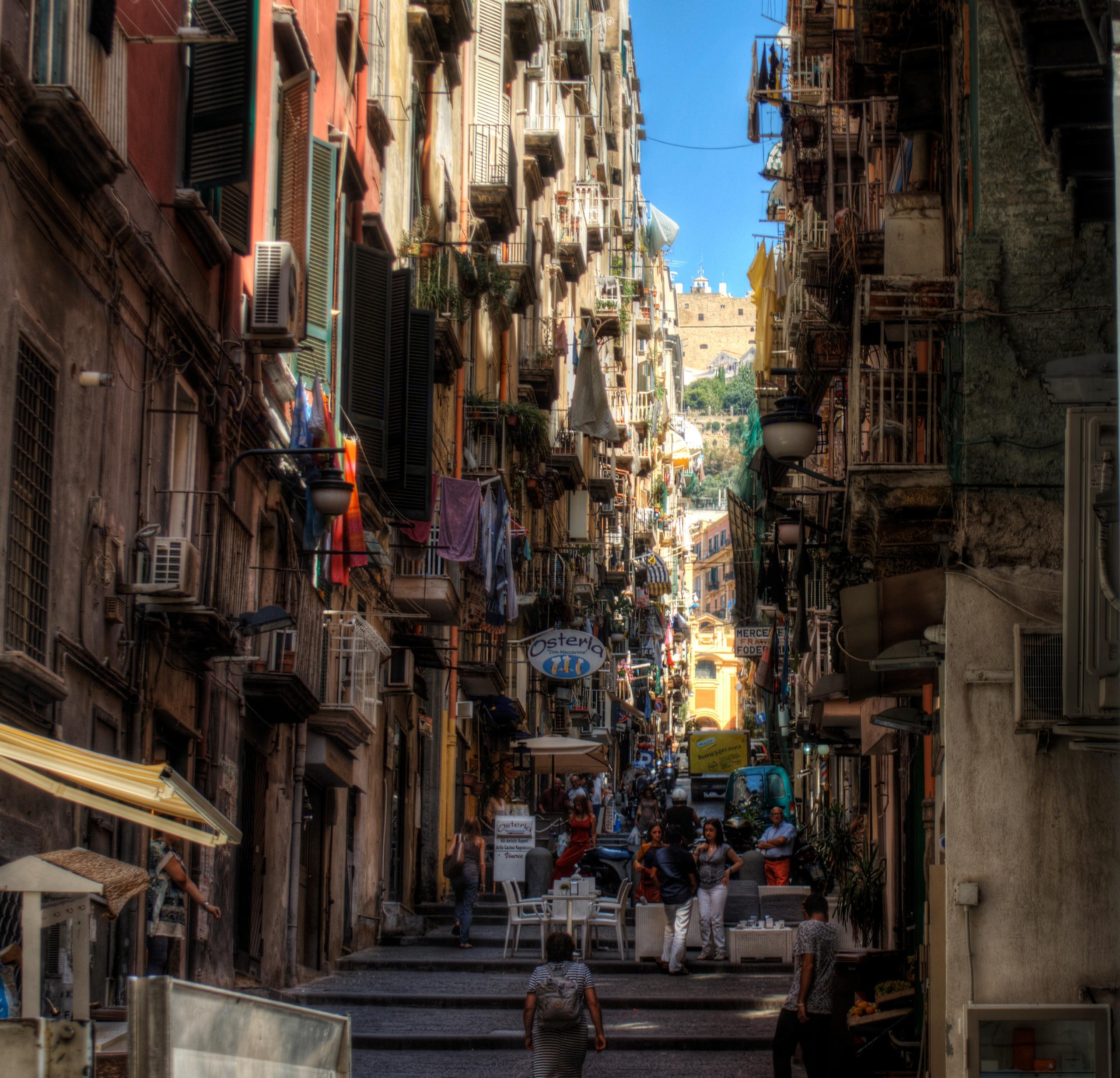 Street Naples - Italy maze narr - neilhoward | ello