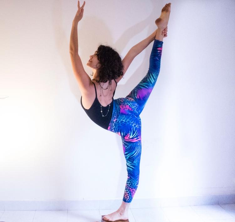 Pose - yoga - fermoralesm   ello