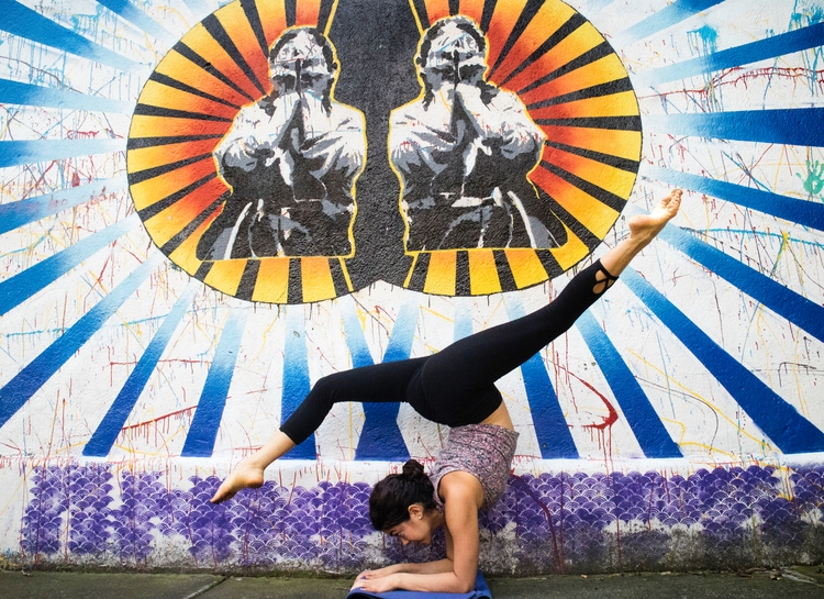yoga, PinchaMayurasana - fermoralesm   ello