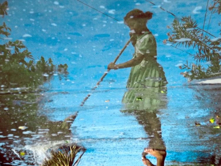 Sweper girl. Digital Photograph - estebanabdala | ello