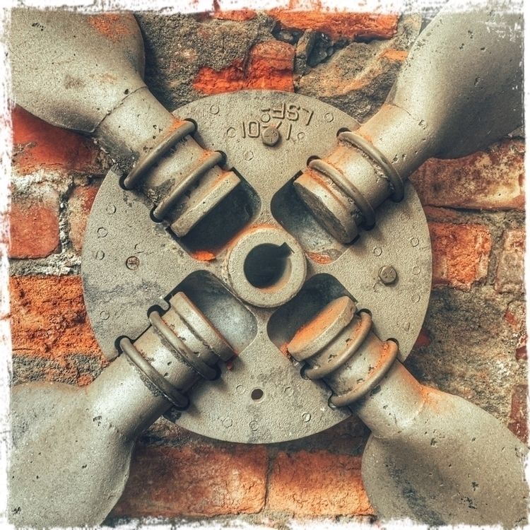 propeller, brickwall, oldstuff - mathmac | ello