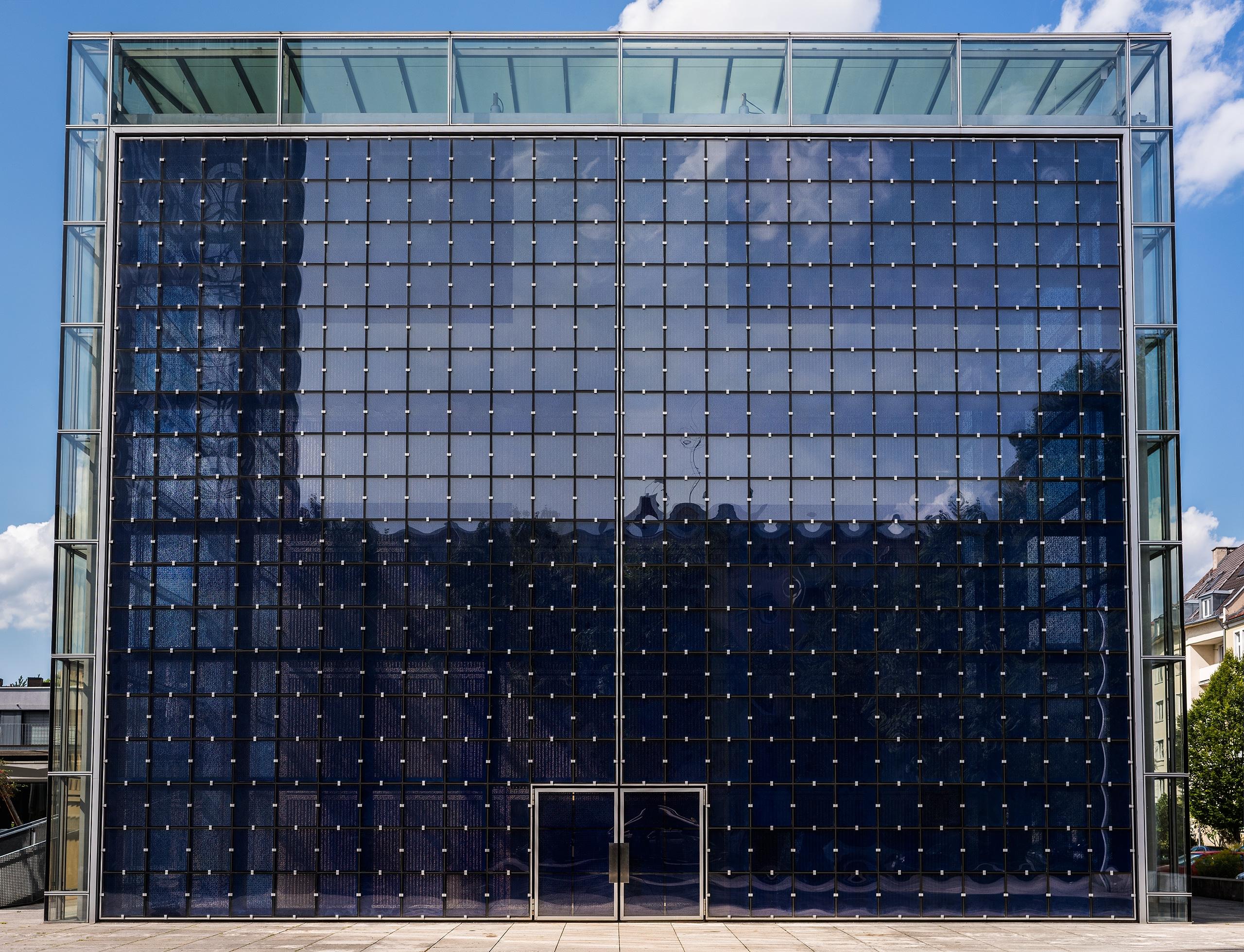 small doors giant - architecture - christofkessemeier   ello