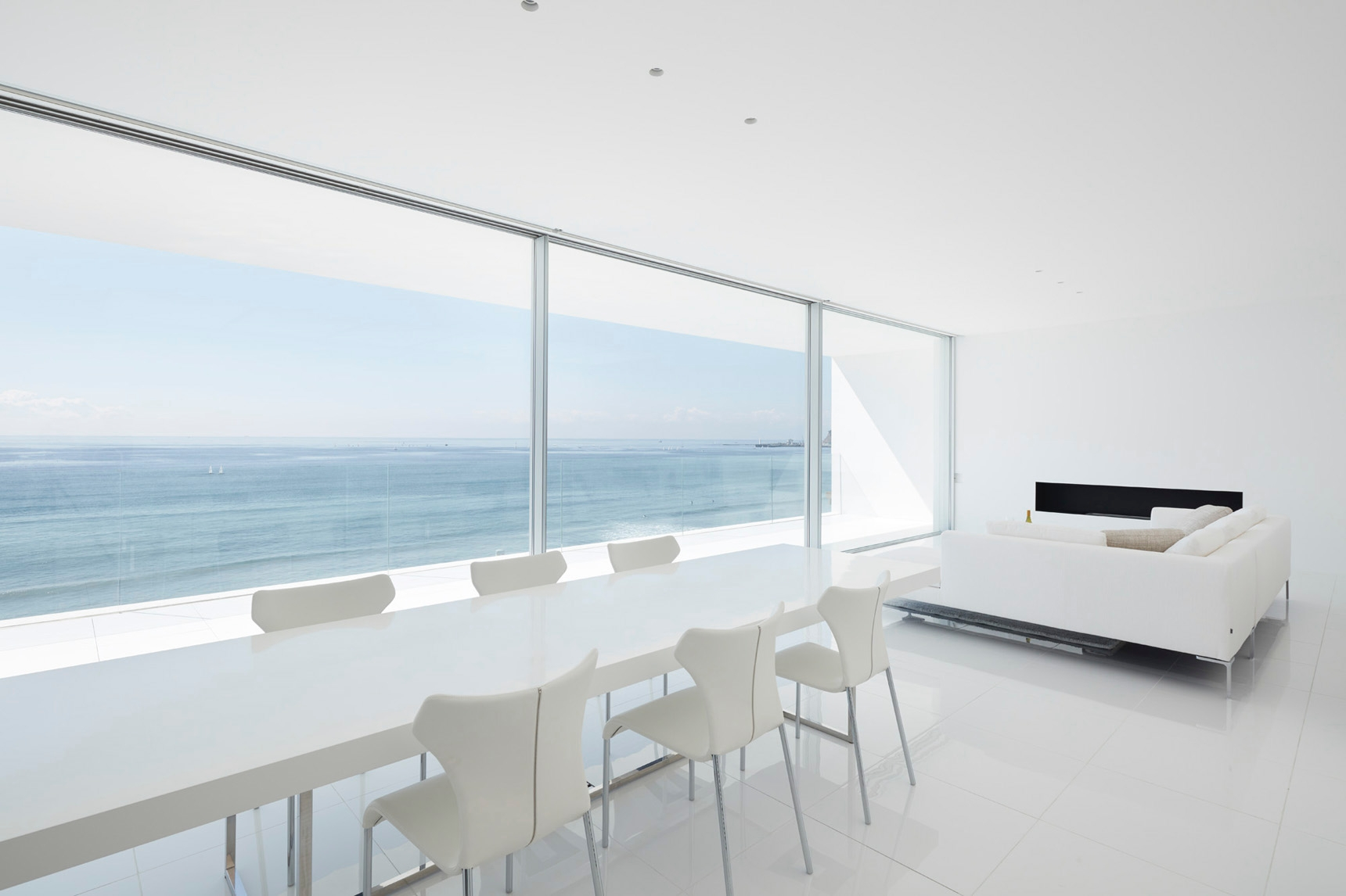sculptural minimalist Seaside H - barenbrug   ello