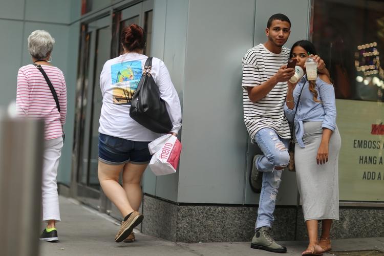 Times Square** couple Broadway  - kevinrubin | ello