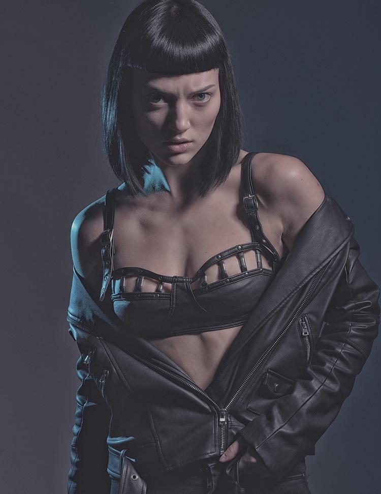 Art Director/Photographer/Retou - darkbeautymag   ello