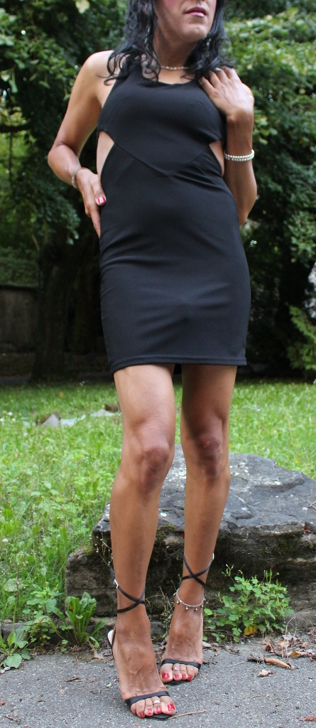 Outdoors black - transvestite, travesti - jennyfein | ello