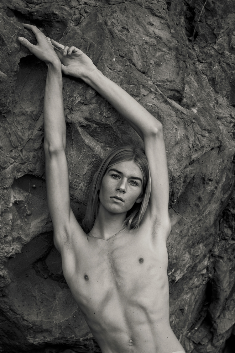 carqueiranne, men, bw, male#topless - allonsnousaimer | ello