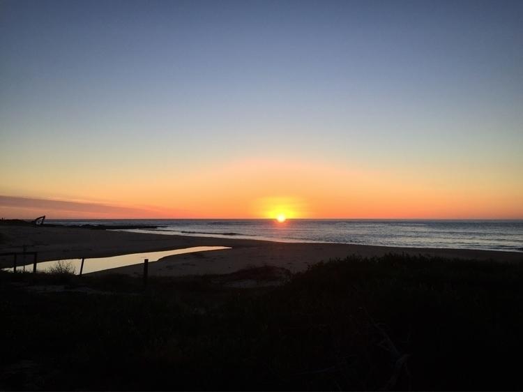 Bulli beach sunrise - elkemichelle | ello