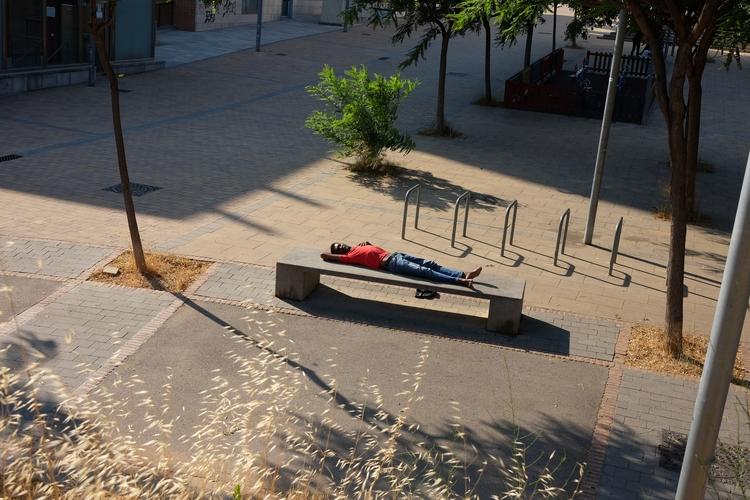 nap - barcelona, streetphoto, noon - igorzelenov | ello