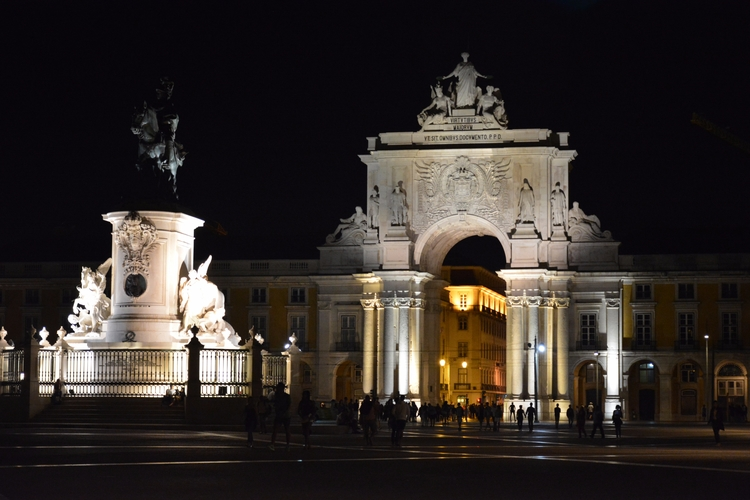 Living dream - Lisboa, Portugal - aritzetxebarria   ello