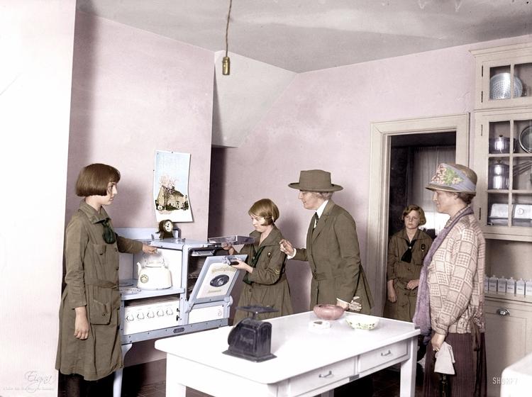 House 1925 - colormesixwaystosunday | ello