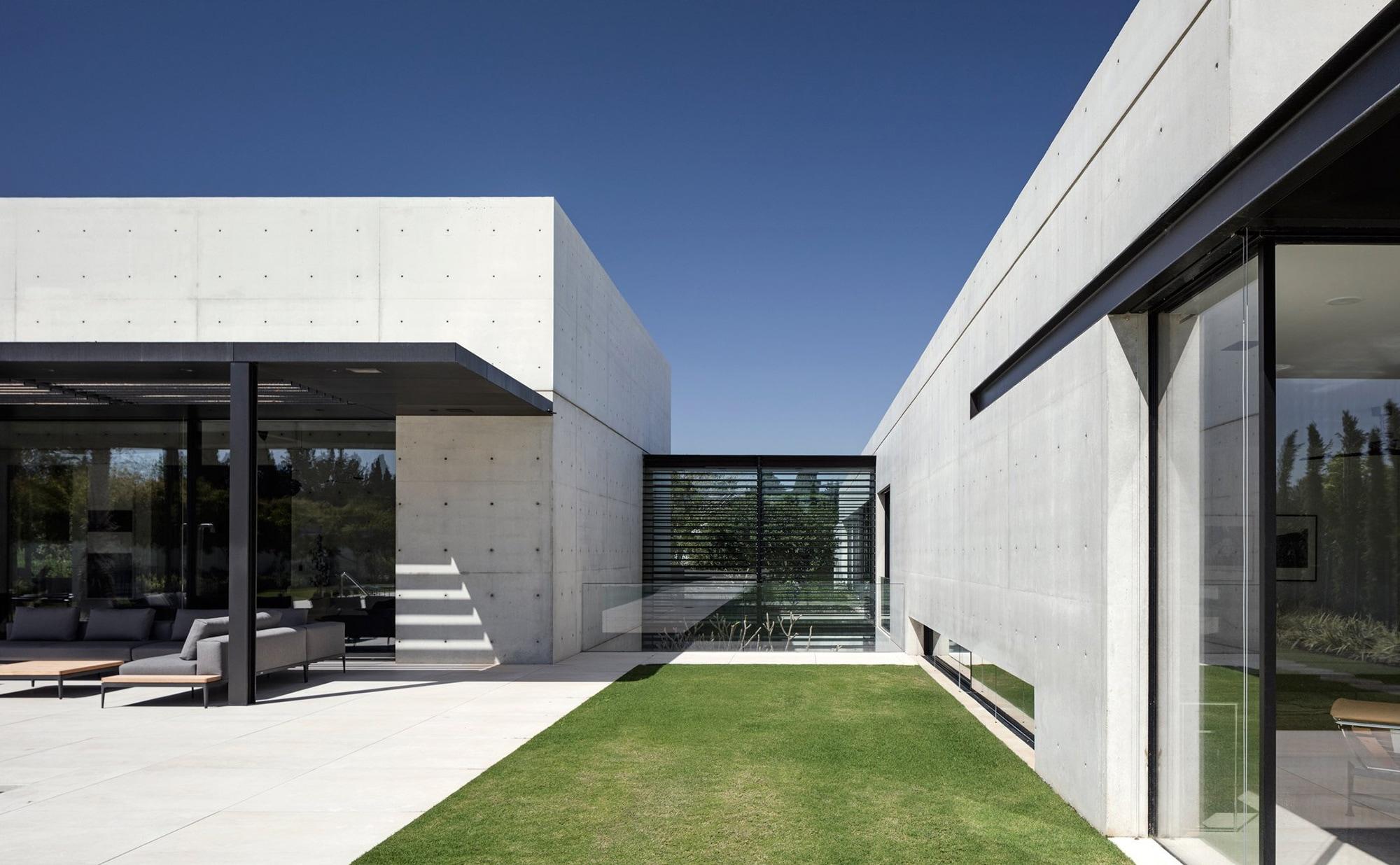 House Rishpon: stunning concret - barenbrug   ello