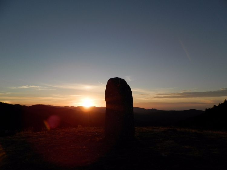 big stone - Menhir - krispy-krispot | ello