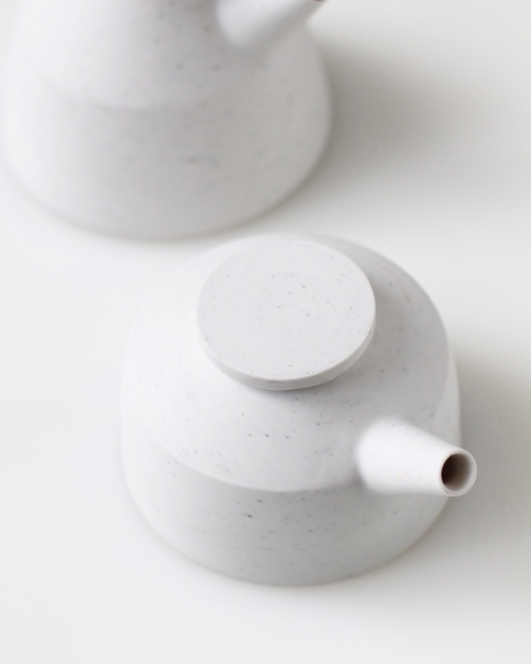 Tests teapots - clean, minimal, minimalism - elliottceramics | ello