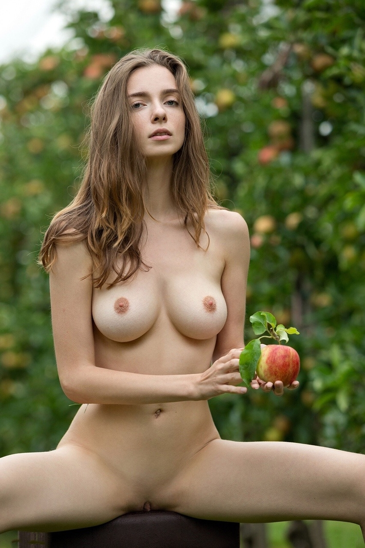 brunette, tits, naked, nude, apple - ukimalefu | ello