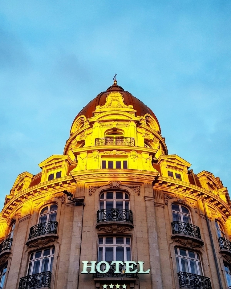 FedeLooksUp, Lille, architecture - fede_looks_up | ello