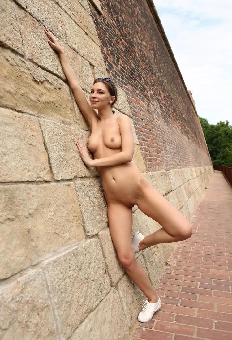 passionate jogger - nudeinpublic - sunflower22a | ello