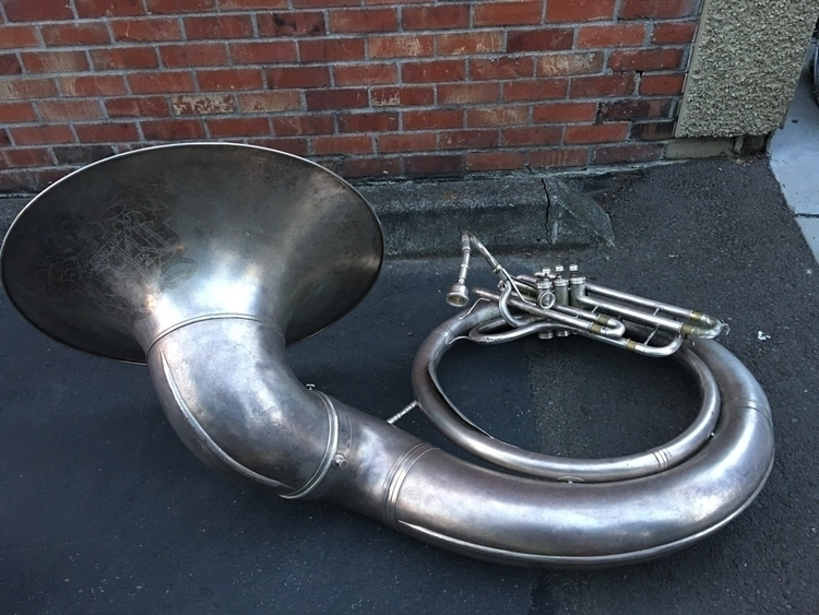 sousaphone, alleyway, seattle - sky_lar | ello