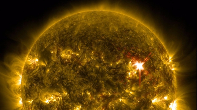 El Sol emite otra fuerte llamar - codigooculto   ello