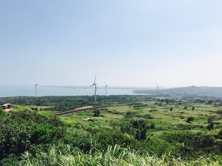 一望無際的地景,還有火車的作伴 - Taiwan#landscape#sea#train - agichen | ello