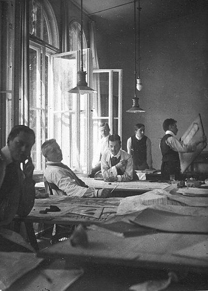 Peter assistants 1908 left) van - bauhaus-movement | ello