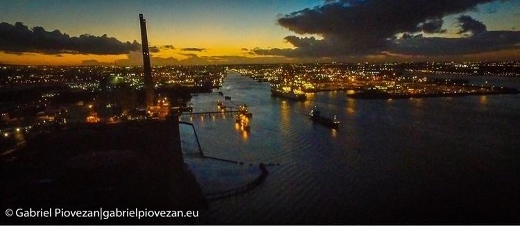 Dublin Port air - bloneire | ello