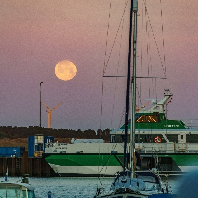 follow - picture, fullmoon, sunrise - markair | ello