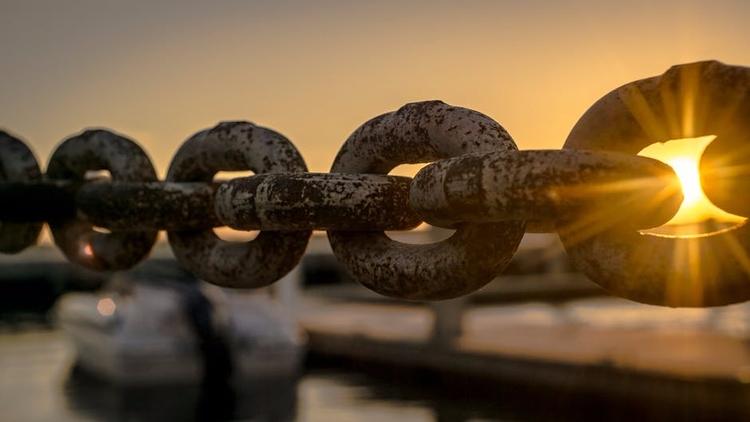 Exmag - Ten Thousand Chains - spotify - roquane | ello