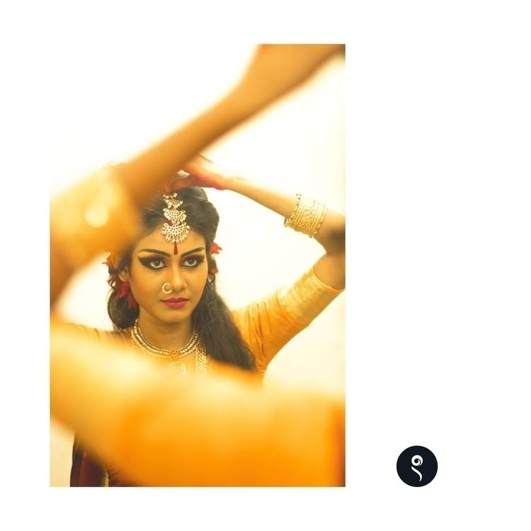 Hand | ••• GreenRoom Stories - girl - isukantapal | ello