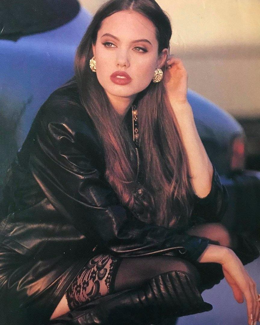 Angelina Jolie, 1992 - jdavid_1903   ello