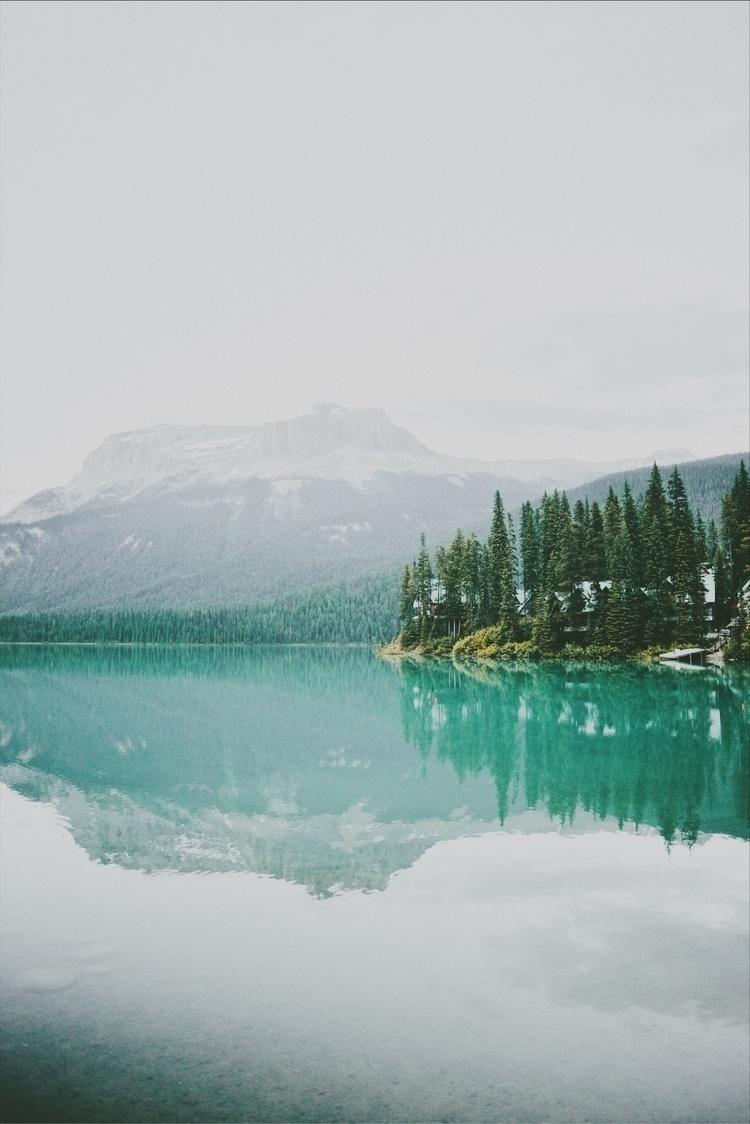 colour lakes tho...homg! Emeral - davidarias | ello