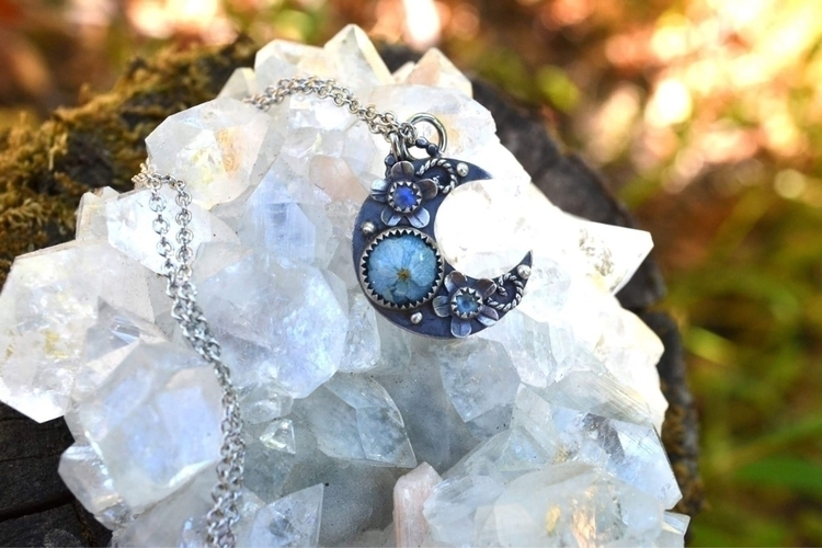 Moon pendant hydrangea flower m - lunafloradesigns | ello