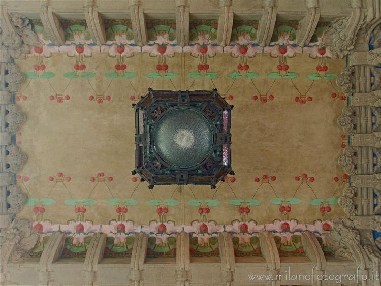 Milan (Italy): Ceiling entrance - milanofotografo | ello