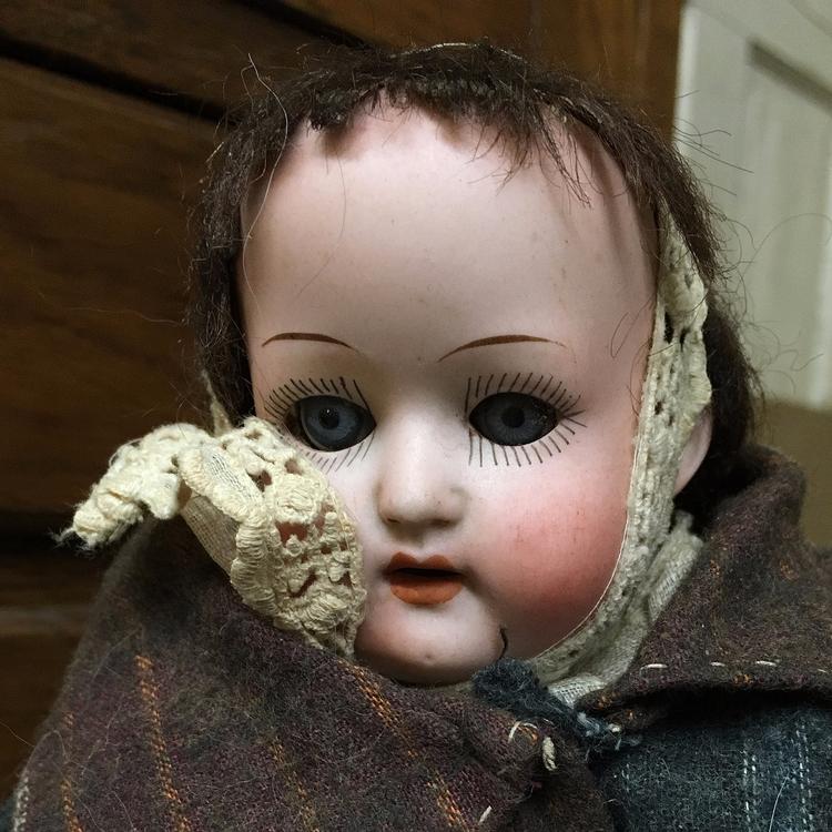 **1055**. creepy doll [Effingha - moosedixon   ello