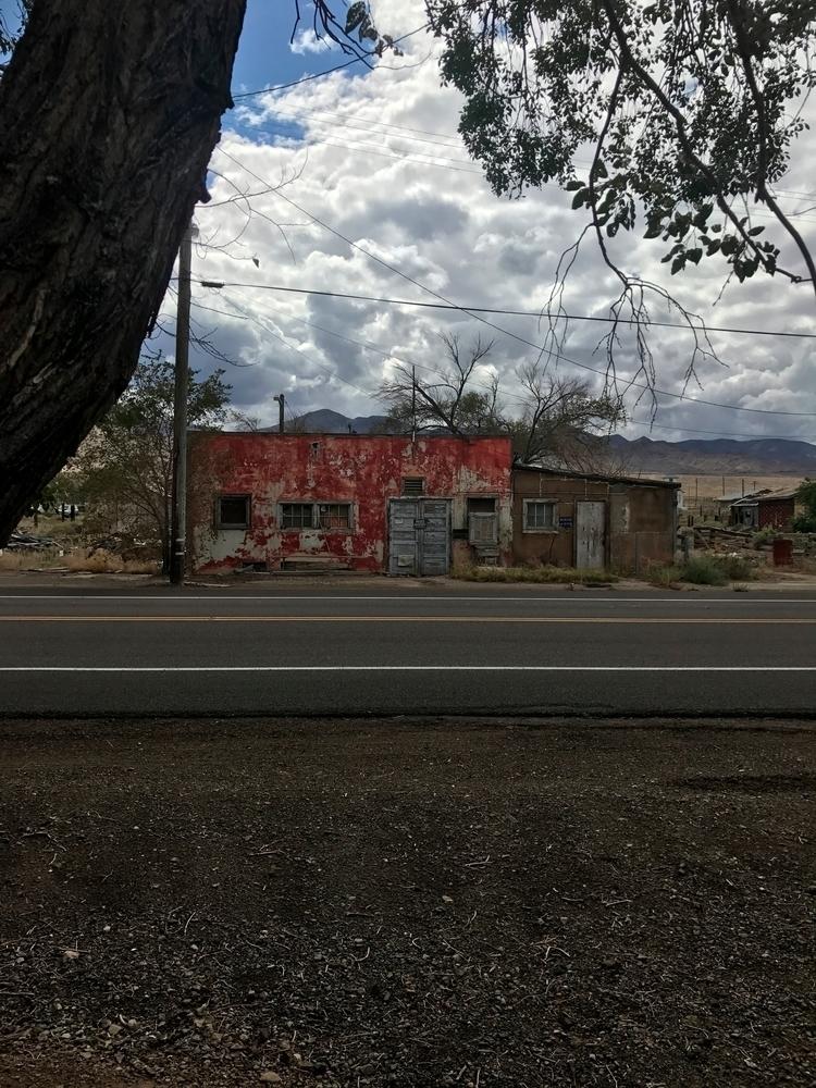 Luning Nevada Casa roja rota De - brickie | ello
