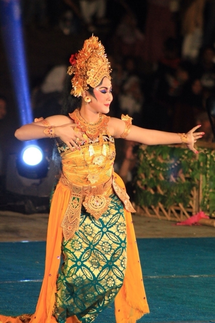 Indonesian Traditional Dance - soendaneesche | ello