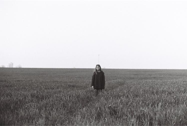 women, field, horizon, bw, bw - wildmild | ello