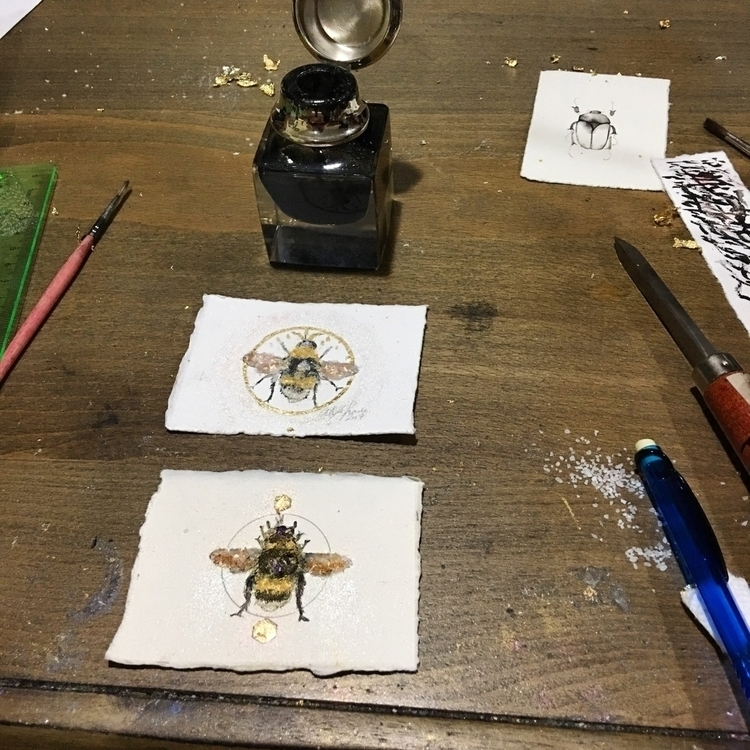 Working bee smaller pieces expe - alexakarabin | ello