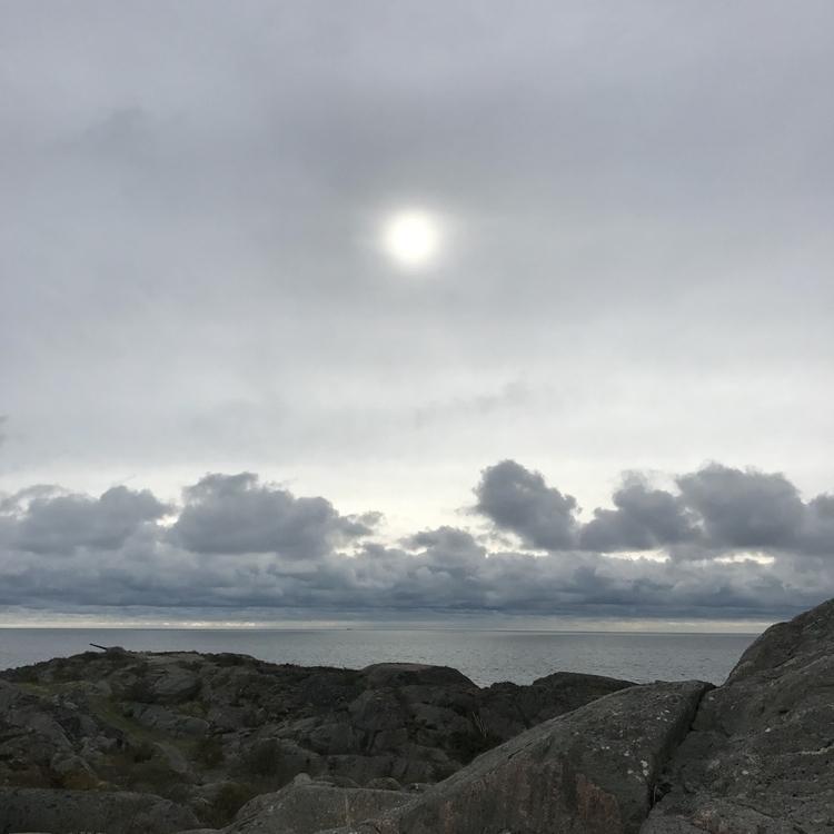 sea, horizont, clouds, line, stone - yogiwod | ello