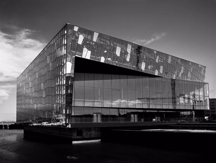 Harpa opera house - Reykjavik h - junwin | ello