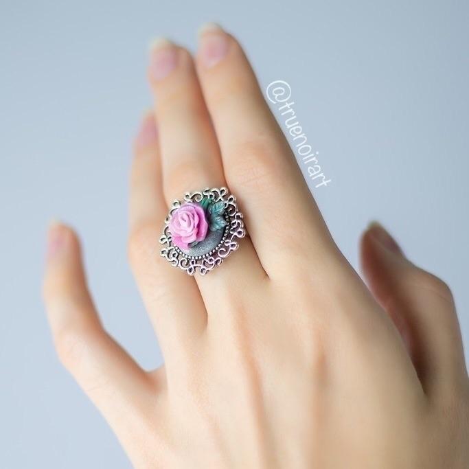 Gentle pink rose ring shimmerin - truenoir | ello