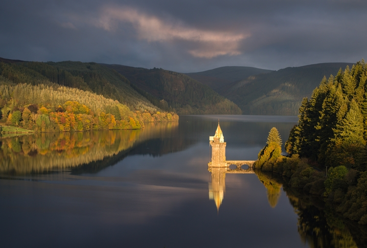 Lake Vyrnwy, morning light - bradverts | ello