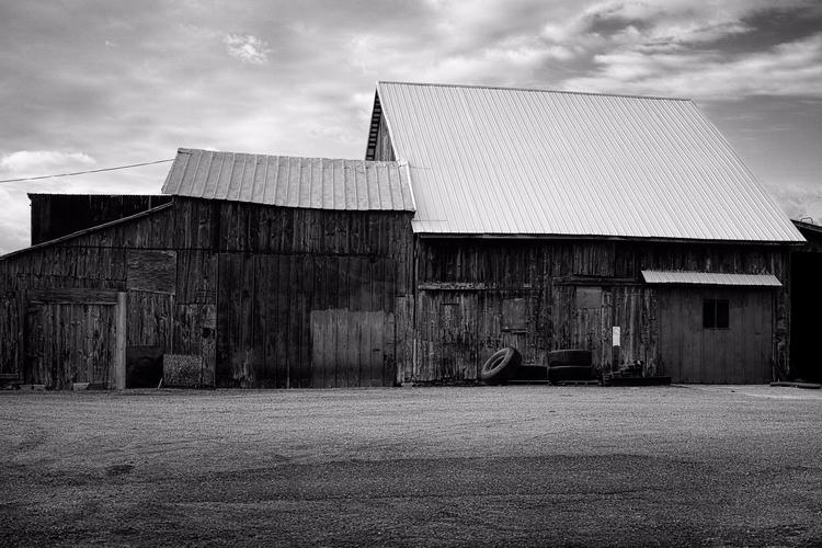 Barn, 2017 barn blue sky Worn w - sr-shilling | ello