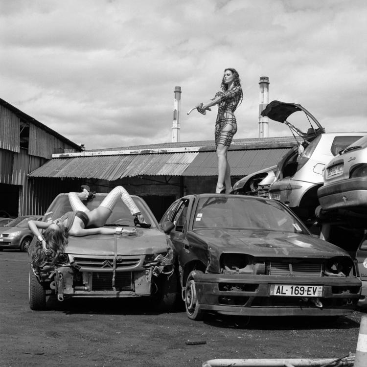 format - duel, fight, cars, carcrash - brunofournierphotographe | ello
