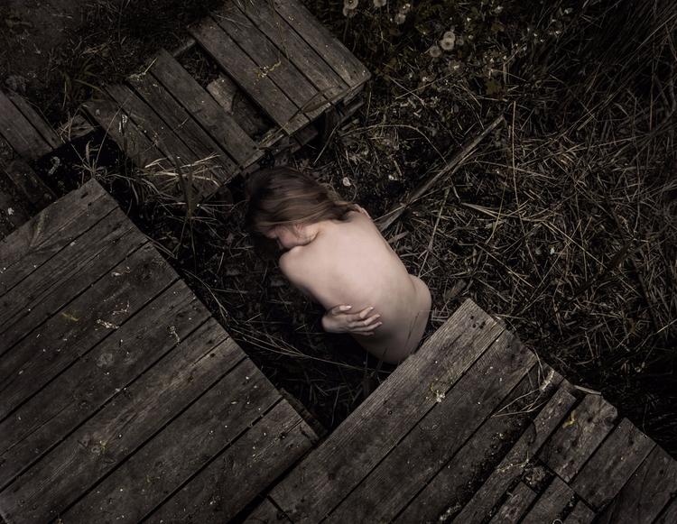 Photographer:Zuzanna Lewandows - darkbeautymag | ello