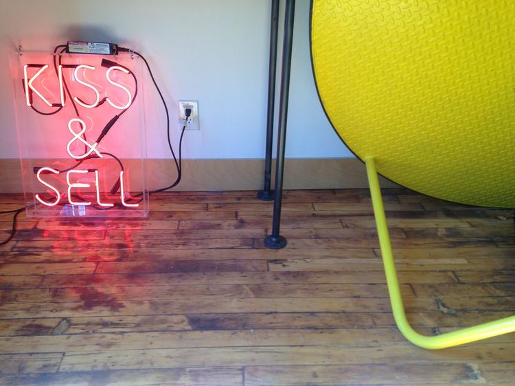 KISS SELL neon sign/edition 1 e - nathaliequagliotto | ello